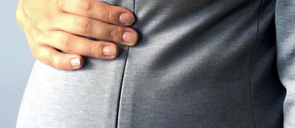 Uszyj razem z nami sukienkę ciążową i do karmienia. Zobacz jak wszywać zamek kryty oraz jak wykorzystać tę umiejętność w trakcie szycia sukienki z naszego kursu online.